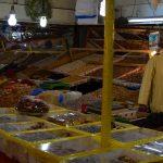 Un des nombreux marchands d'épices du souk artisanal